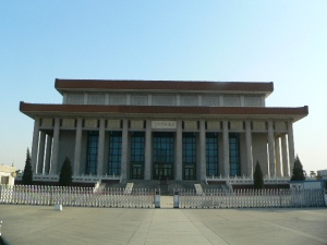 Mao's Mausoleum. (Source: WIkipedia) Count the columns.