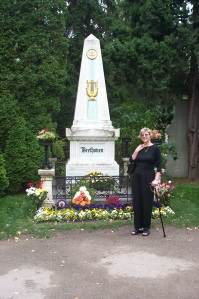 Vienna, Beethoven's grave (3 weeks after my first ankle op!)