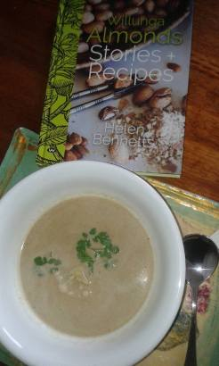 2017-jan-2-spicy-cauliflower-and-almond-soup